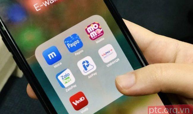 'Miếng bánh' ví điện tử đang trong tay ai?