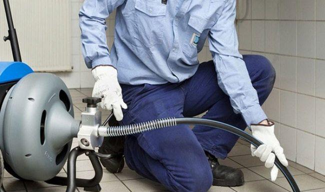 Sử dụng máy nén khí để thông ống nước