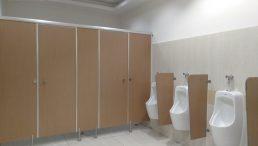 Công ty Hùng Phát lắp đặt vách ngăn vệ sinh có tính bền cao